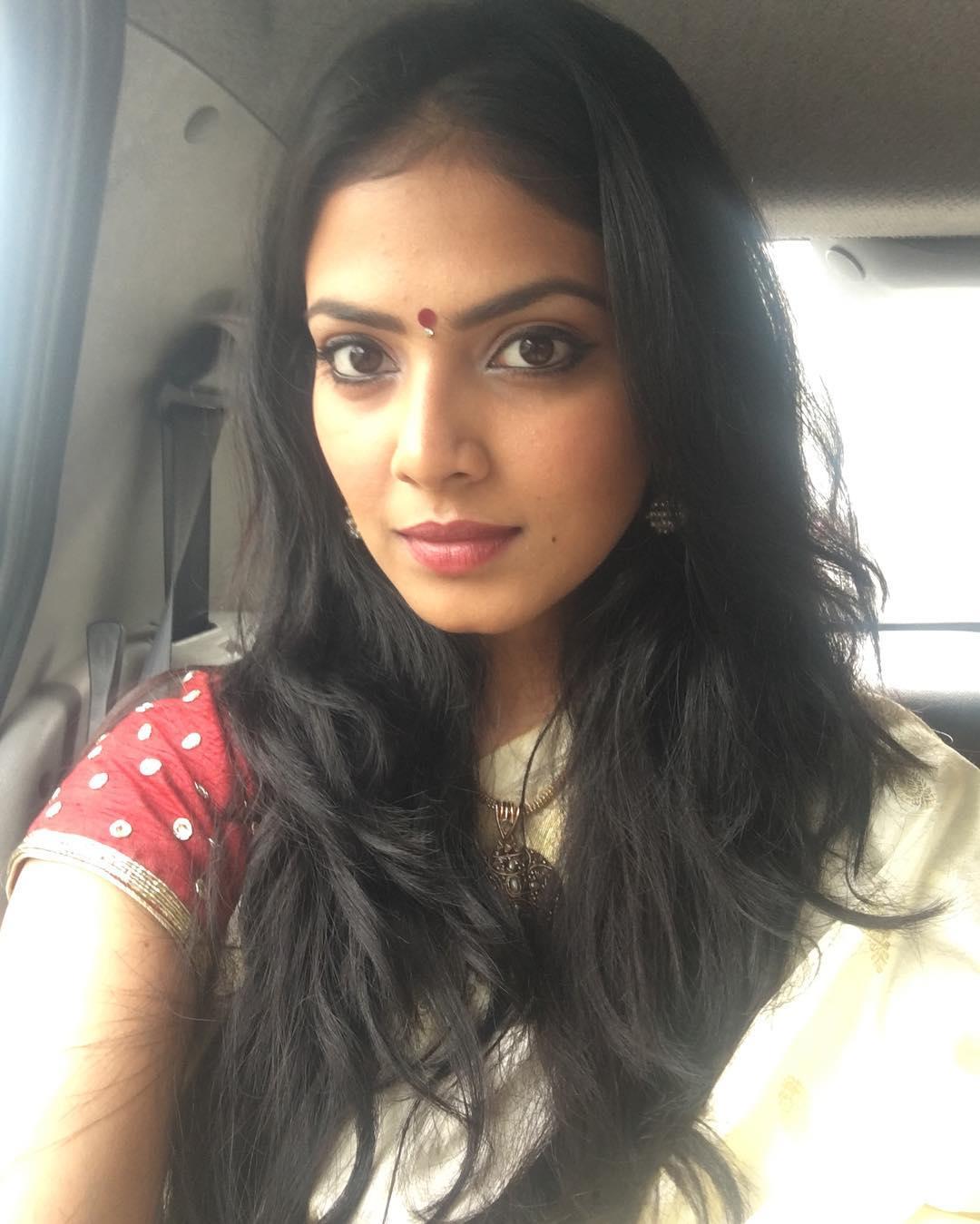 Malavika Mohanan Photos - tamilnaduflashnewscom