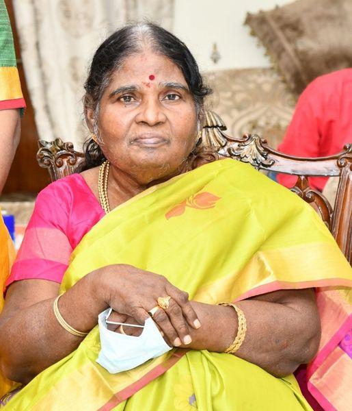 tamilisai soundhar rajan mother